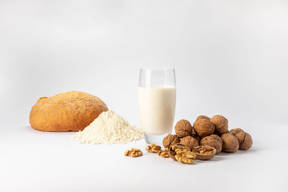 pan, harina, leche y nueces