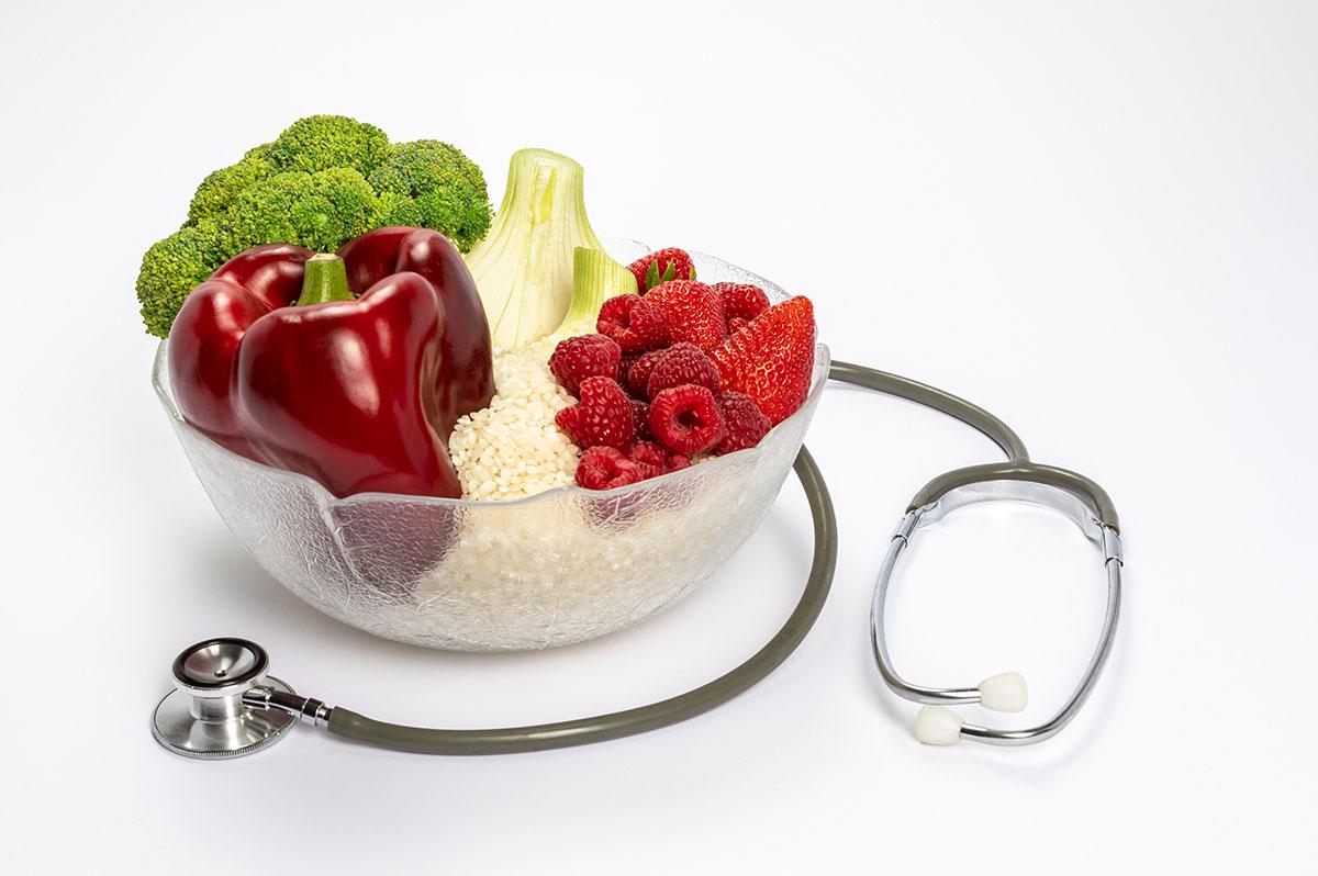 frutas verduras y arroz con fonendo